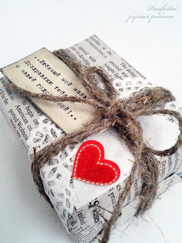 Красиво упаковать коробку с подарком газетой 8